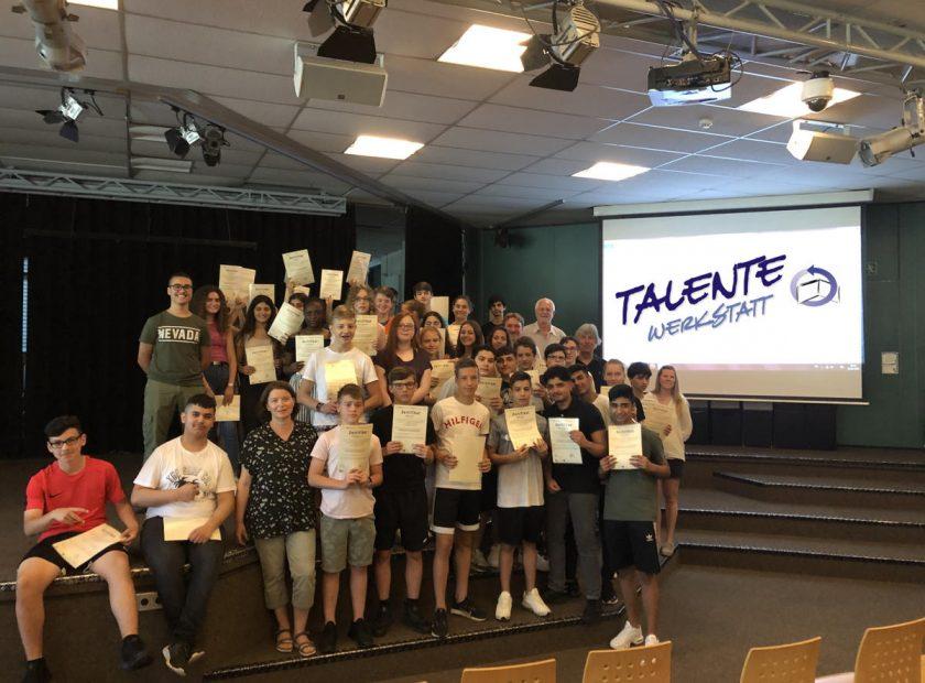 Hola-Schüler zu Gast in der TalenteWerkstatt – 10 Berufe in zwei Wochen ausprobiert