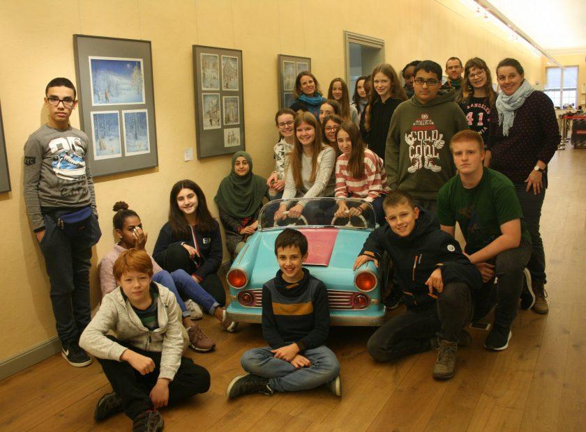 """Besuch im Puppen- und Spielzeugmuseum Wilhelmsbad """"Be Smart – Don't Start""""-Aktion: Schulklasse gewinnt Ausflug"""