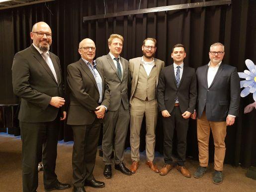 Andreas Kühnel und Imran Uyar (Q1) erhalten den Schulpreis
