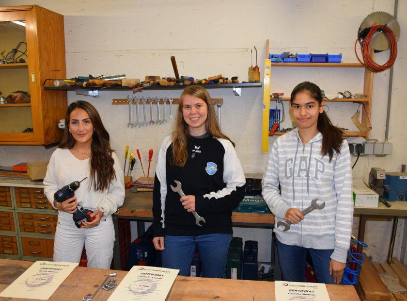 "Schülerinnen aus dem Wiwi-Kurs Q3 holen drei Mal Bronze im Wettbewerb ""Bester Praktikumsbericht"" 2019/2020"